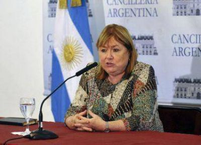 """Malvinas: La ministra May instó a la Argentina que cumpla con sus """"compromisos públicos"""""""