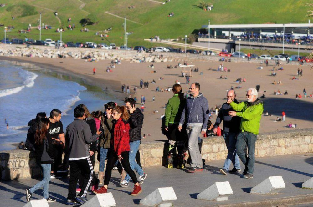 Casi 98 mil turistas visitan la ciudad este fin de semana largo