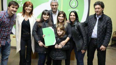 Ferraresi entregó viviendas para familias de trabajadores municipales