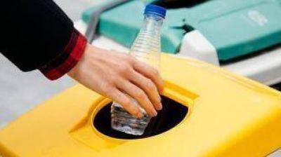 Los precios del petróleo reducen a la mitad el negocio del reciclado de plástico PET en Argentina