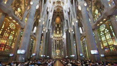 Solemne misa en la Sagrada Familia por víctimas del atentado