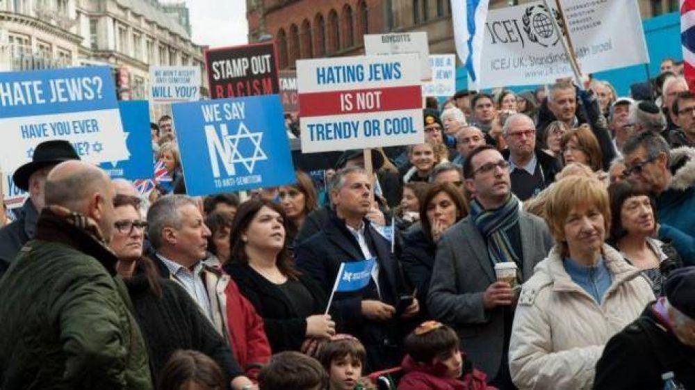Casi un tercio de judíos británicos piensa abandonar Gran Bretaña por ataques antisemitas