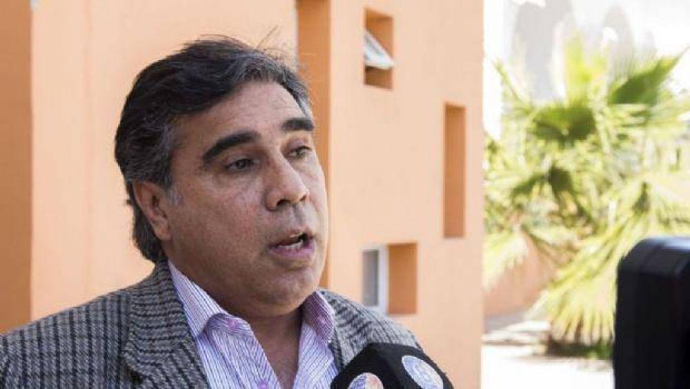 Frentes electorales cuestionan a Chico por dádivas en Santa María