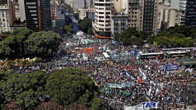 Camioneros de San Luis respalda a Poggi pero marcha contra Macri