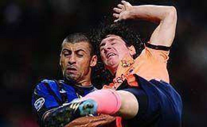 El duelo de argentinos en Inter y Barcelona qued� empatado