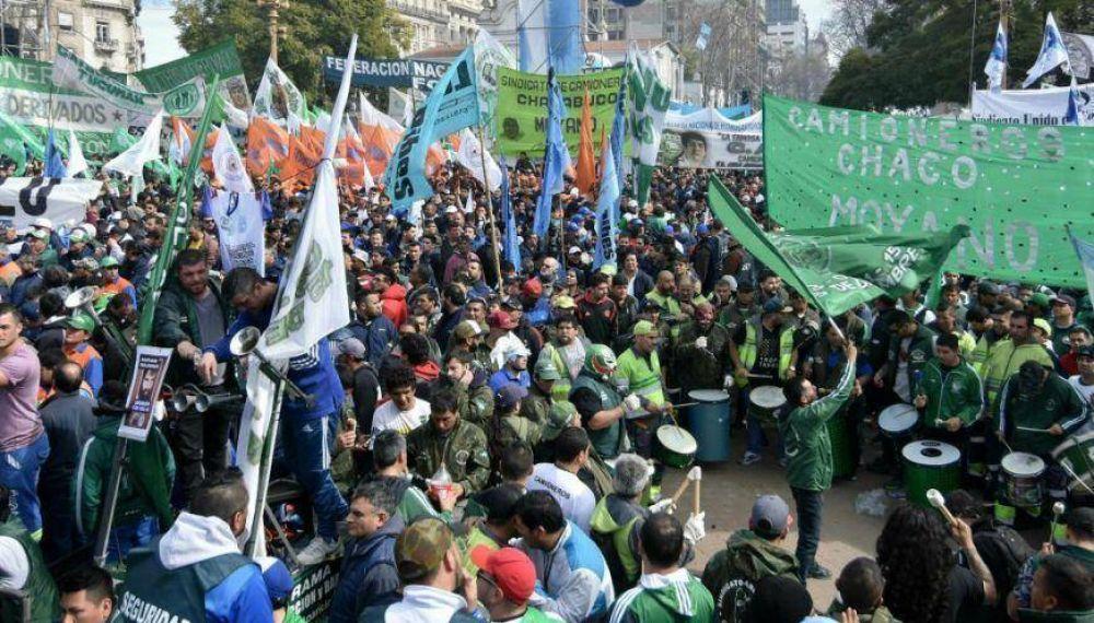 Enfrentamiento entre sectores de la Uocra y Camioneros en la antesala del acto de la CGT