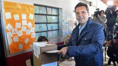 Massa reúne a sus candidatos para redefinir la campaña hacia octubre