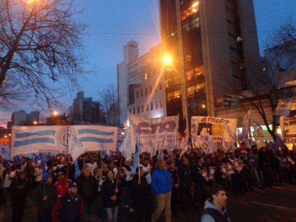 """""""Los trabajadores vamos a seguir en la calle en defensa propia"""""""