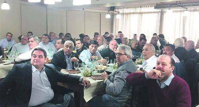 Macri llama al diálogo para darle oxígeno al triunvirato en agonía