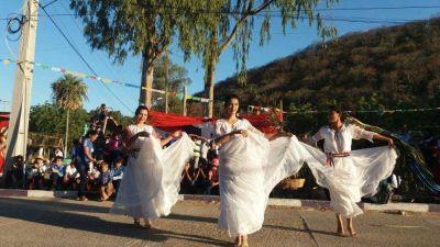 Colorida recordación al Día del Folclore
