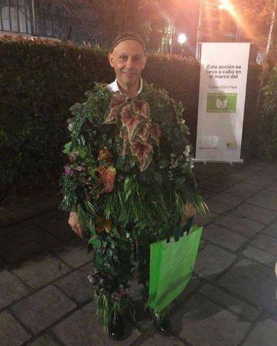 Sergio Bergman se disfrazó de planta en la inauguración del Festival de Cine Ambiental