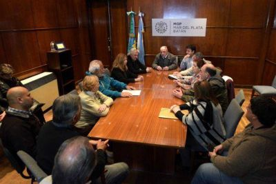 Arroyo encabezó un detalle de obras de asfalto ante vecinalistas