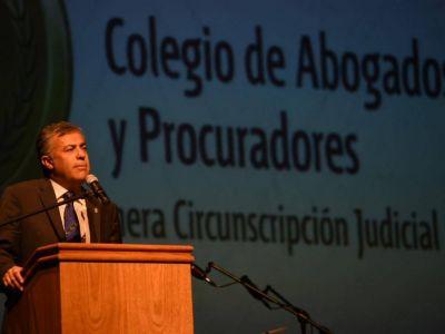 Justicia: ahora Cornejo quiere regular las matrículas de los abogados