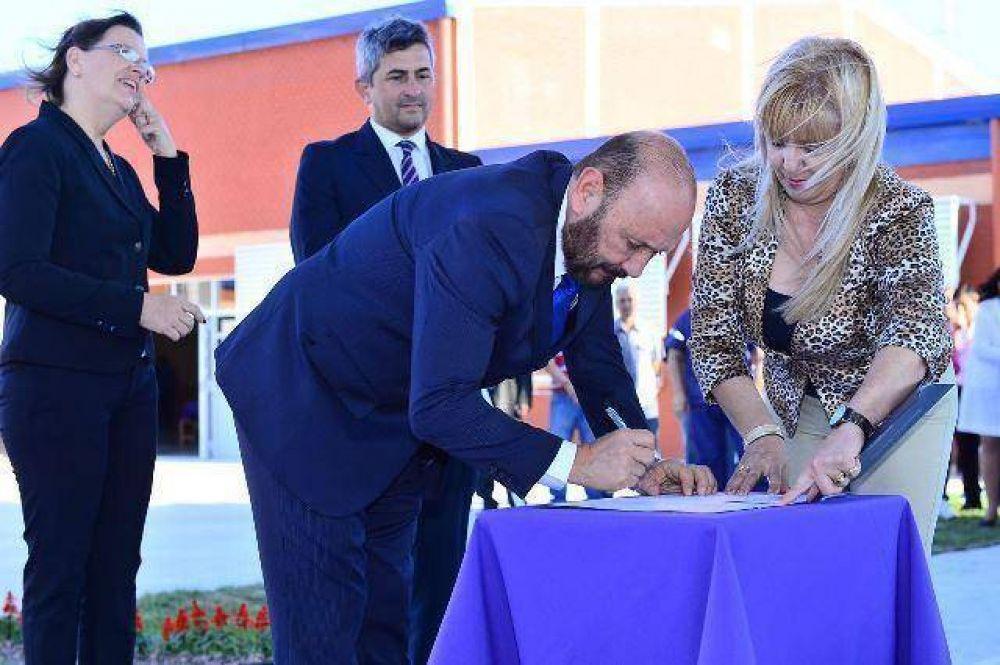 Insfrán inauguró la escuela número 1300 de su gestión