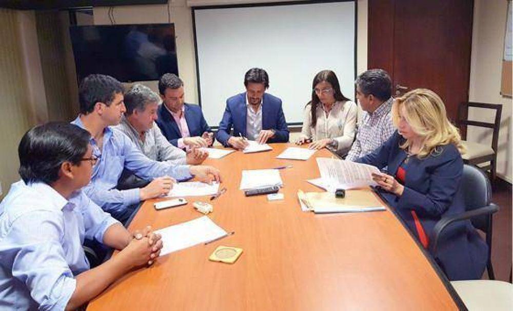Docentes y trabajadores de la salud salteños acordaron 22,5%