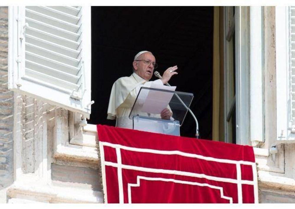 Ángelus del Papa: Pedro centro visible de la Iglesia como quiso Jesús