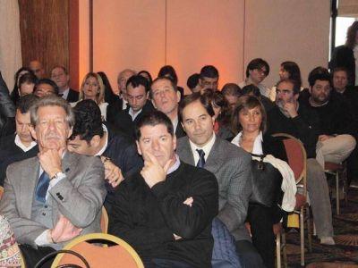 Contenedores: Anuncian inversión de $ 300.000.000 en medio de un acalorado debate