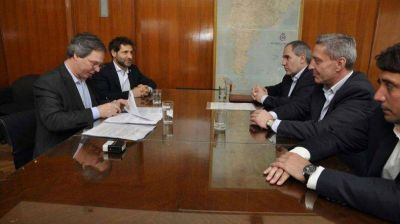 Arcioni firmó convenio que permite la llegada de 300 millones de pesos
