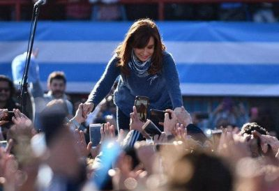 Autocrítica y maternal: los cambios de Cristina para la campaña