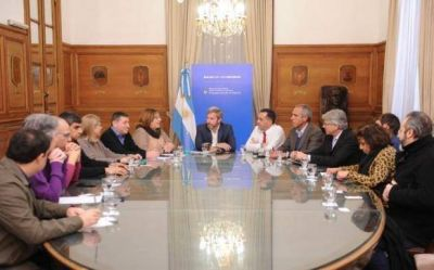 """Gremios docentes advierten que Nación y provincia """"dilatan"""" las negociaciones"""