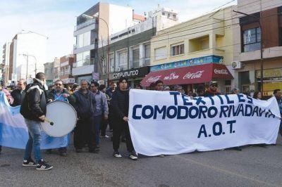 Extrabajadores de Guilford se manifestaron en el centro de la ciudad y exigieron respuestas por su crítica situación