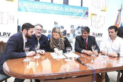 Bertone anunció la construcción de 2500 viviendas para Río Grande
