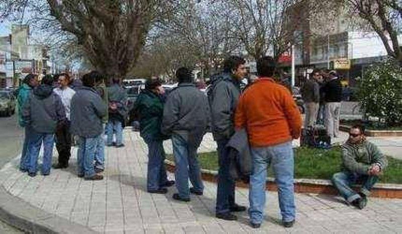 Una protesta y momentos de tensi�n tuvieron lugar en la puerta de Cooperativa