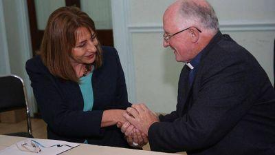 Gils Carbó firmó un convenio de prevención de adicciones con el Obispo de Merlo-Moreno