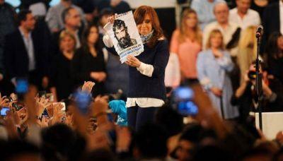 Cristina relanzó su campaña con fuertes críticas al Gobierno
