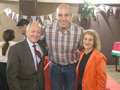Molina junto al candidato a edil Galetto con vecinos de Bernal