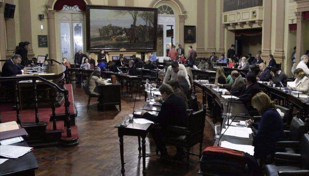En carrera, 160 candidatos para diputados por la capital