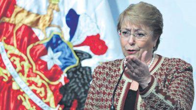 """Bachelet avanza pese a la """"posverdad"""""""