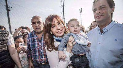 Contacto personal, intendentes y una posible caravana en la campaña de Cristina Kirchner