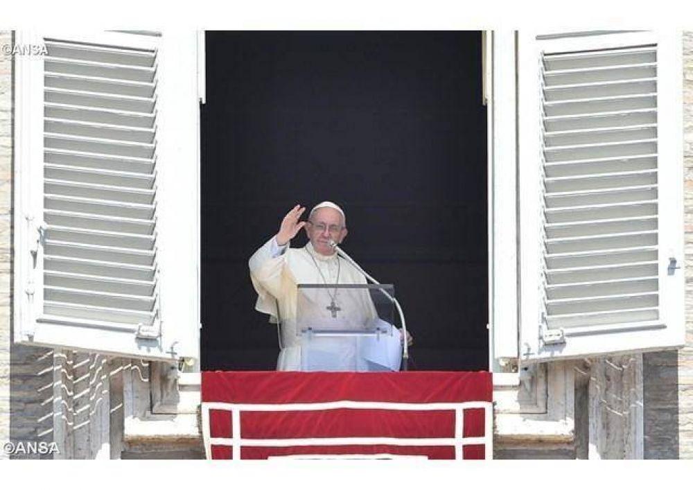 """El Papa en el Ángelus: """"Sólo la paradoja de Cristo da sentido y felicidad a la vida"""""""