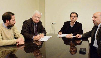 Se firmó el contrato por el mantenimiento de semáforos y luminarias