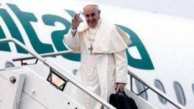 El Papa partió hacia Colombia para dar el