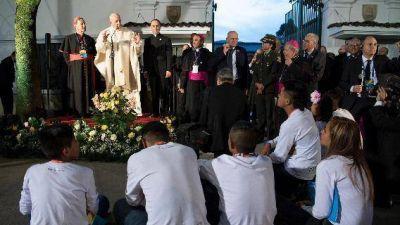 """El Papa en la nunciatura de Bogotá: """"hasta los más chicos pueden ser héroes"""""""