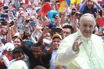 Francisco pidió a los colombianos dejar