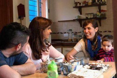 CFK volvió a pisar La Plata: esta vez visitó a una joven pareja de Tolosa, su barrio de infancia