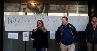 Siguen las protestas en el Ministerio de Educación de Vidal contra 15 despidos