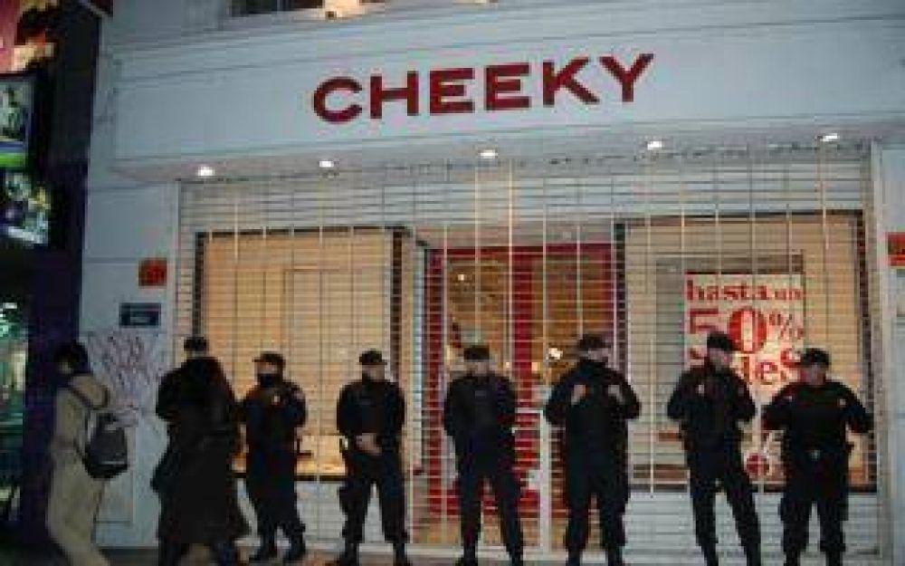 La cadena Cheeky suspendió a 70 trabajadores de vigilancia