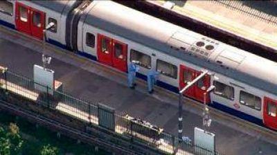 Una explosión en el subte de Londres dejó 18 heridos y la investigan como