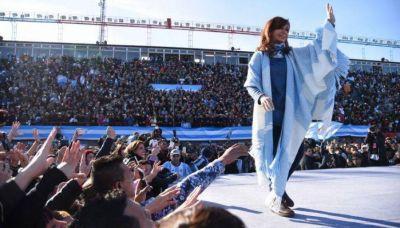 Con guiño a barones del Conurbano, Cristina relanza campaña en Florencio Varela