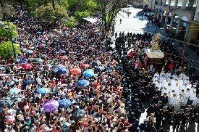 Una multitud acompañó a las imágenes del Señor y la Virgen del Milagro en Salta