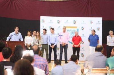 Carlos Mac Allister y el gobernador Urtubey, entregaron subsidios a clubes de Salta