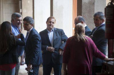 Entre ceja y ceja: el oficialismo focaliza su atención en Alfaro