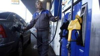 La suba de la nafta en octubre sería del 7% pero las elecciones podrían posponerla