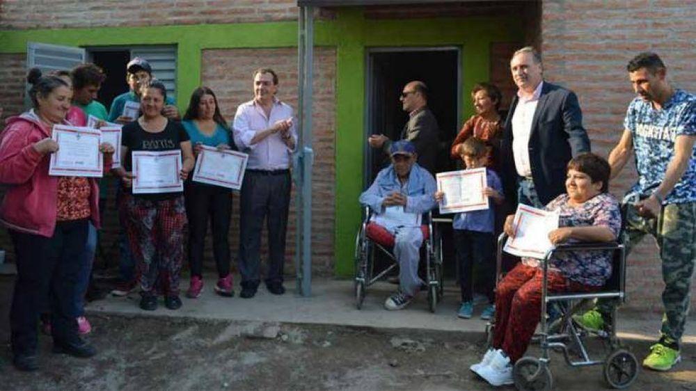 El Ministro Niccolai entregó viviendas en Frías