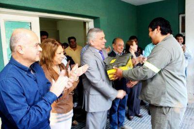 Infante entregó uniformes al personal