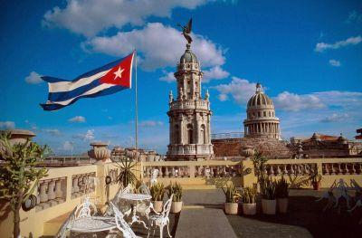 Llega a La Rioja el embajador de Cuba